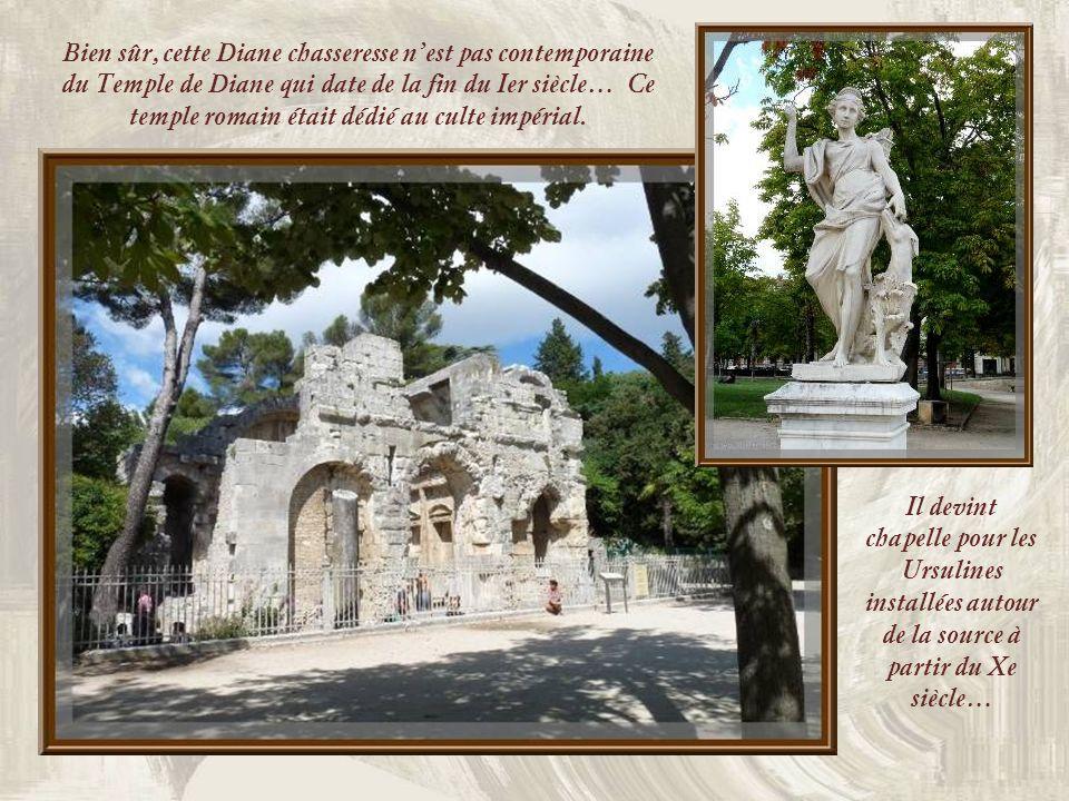 Le plan antique de la fontaine a été respecté, miroir deau alimentant bassins et canaux… Les vases et statues furent sculptés par Pierre Hubert Larche
