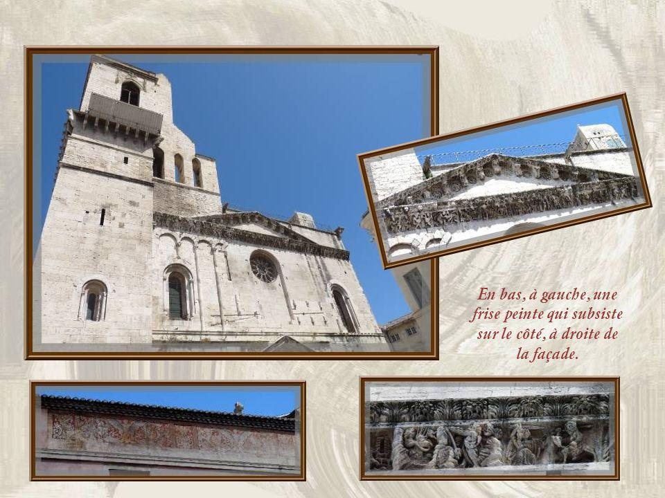 La cathédrale Notre-Dame et Saint- Castor fut élevée aux XIe et XIIe siècles puis restaurée au XVIIe. Sa frise sculptée dorigine compte parmi les chef
