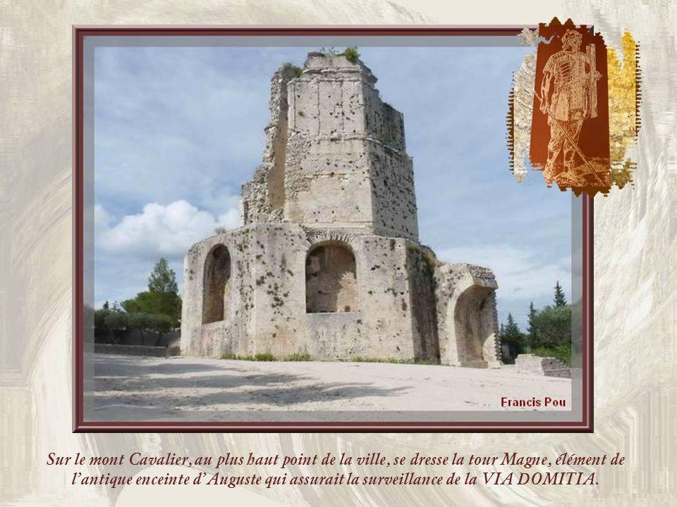 Sur le mont Cavalier, au plus haut point de la ville, se dresse la tour Magne, élément de lantique enceinte dAuguste qui assurait la surveillance de la VIA DOMITIA.