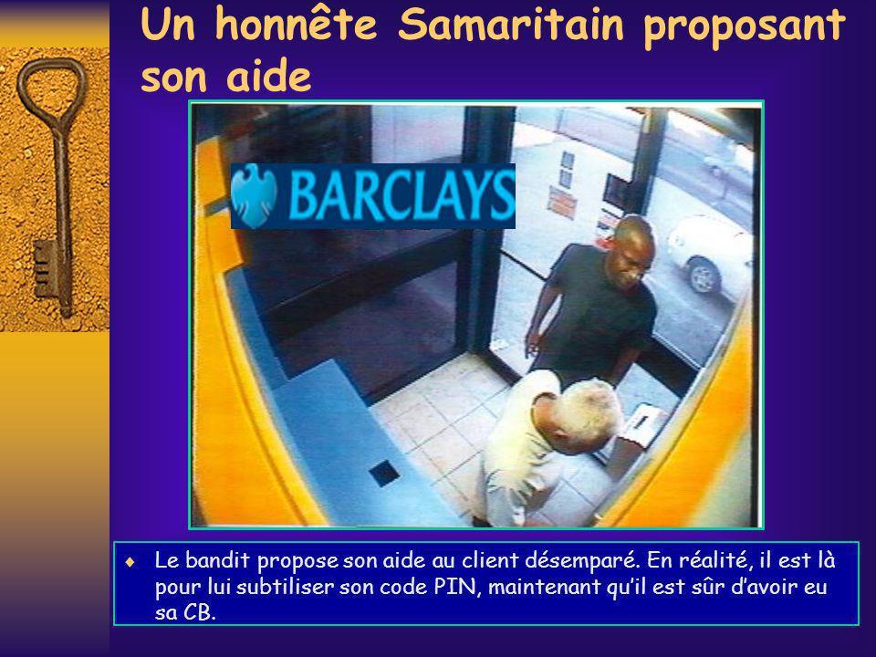 Un honnête Samaritain proposant son aide Le bandit propose son aide au client désemparé. En réalité, il est là pour lui subtiliser son code PIN, maint