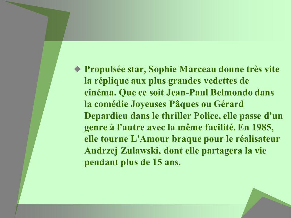 Propulsée star, Sophie Marceau donne très vite la réplique aux plus grandes vedettes de cinéma. Que ce soit Jean-Paul Belmondo dans la comédie Joyeuse