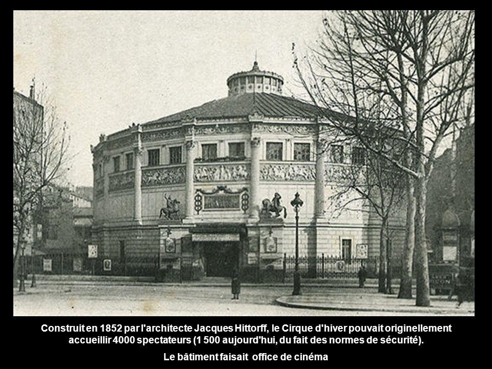 Construit en 1852 par l architecte Jacques Hittorff, le Cirque d hiver pouvait originellement accueillir 4000 spectateurs (1 500 aujourd hui, du fait des normes de sécurité).