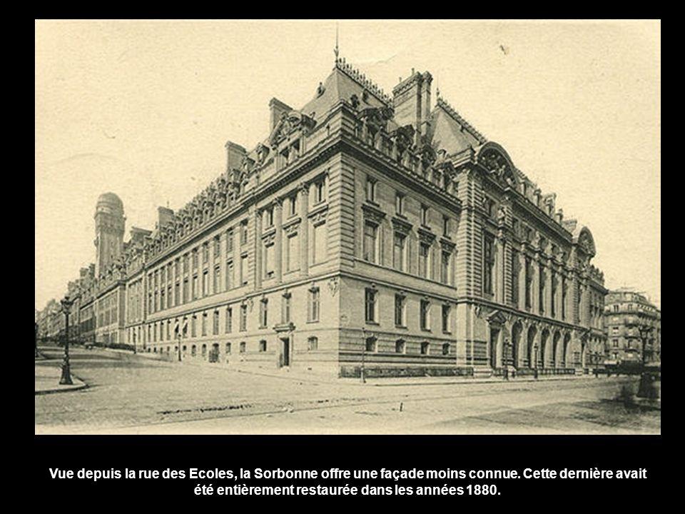 Vue depuis la rue des Ecoles, la Sorbonne offre une façade moins connue.