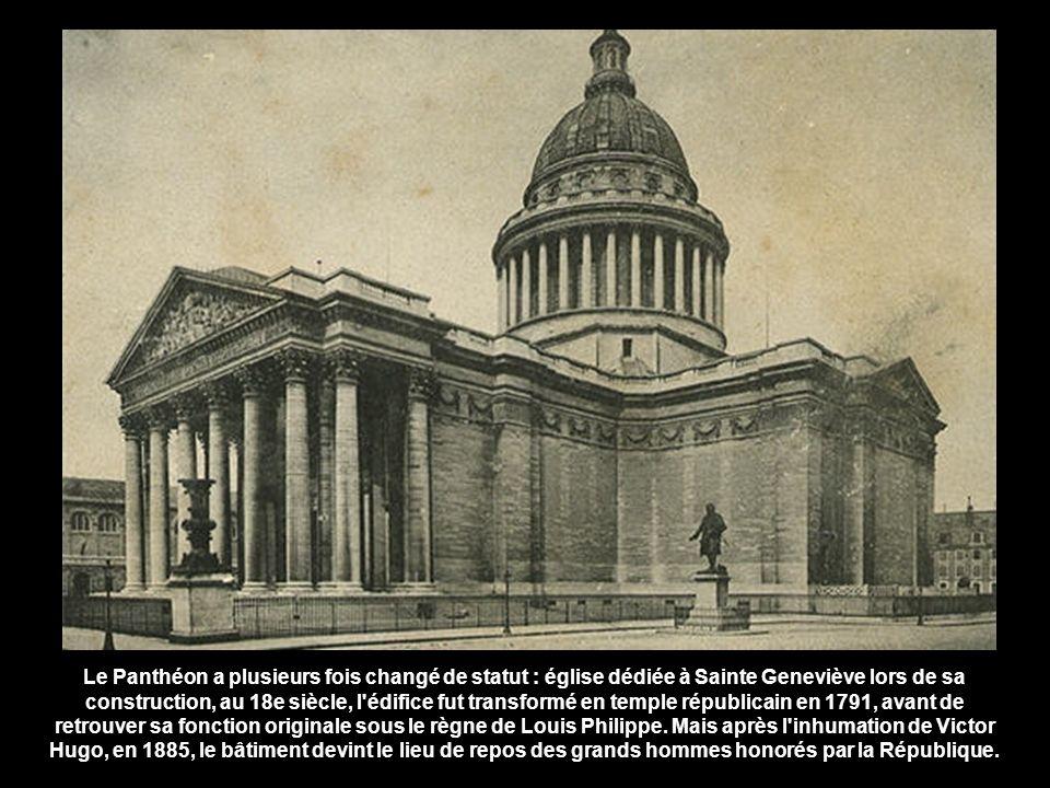 Le Panthéon a plusieurs fois changé de statut : église dédiée à Sainte Geneviève lors de sa construction, au 18e siècle, l édifice fut transformé en temple républicain en 1791, avant de retrouver sa fonction originale sous le règne de Louis Philippe.