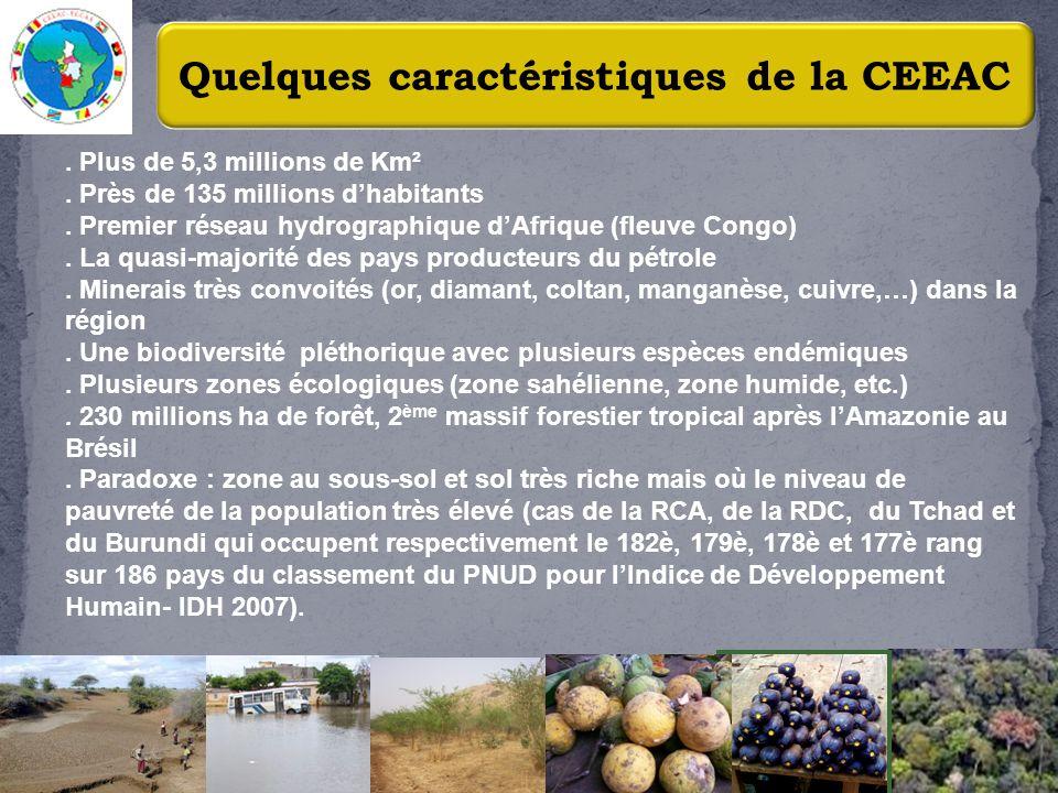 3 Quelques caractéristiques de la CEEAC. Plus de 5,3 millions de Km². Près de 135 millions dhabitants. Premier réseau hydrographique dAfrique (fleuve