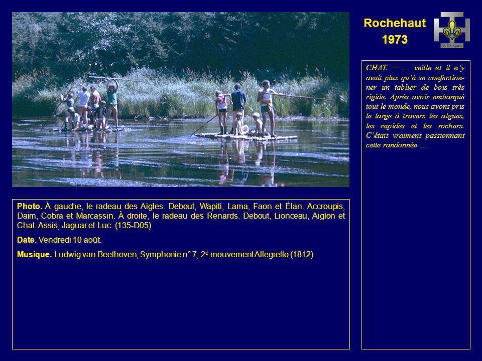 Rochehaut 1973 Photo. Le radeau des Renards et le radeau des Aigles. Debout, Lionceau, Wapiti, Aiglon, Lama, Chat, Faon et Élan. Accroupis ou assis, J