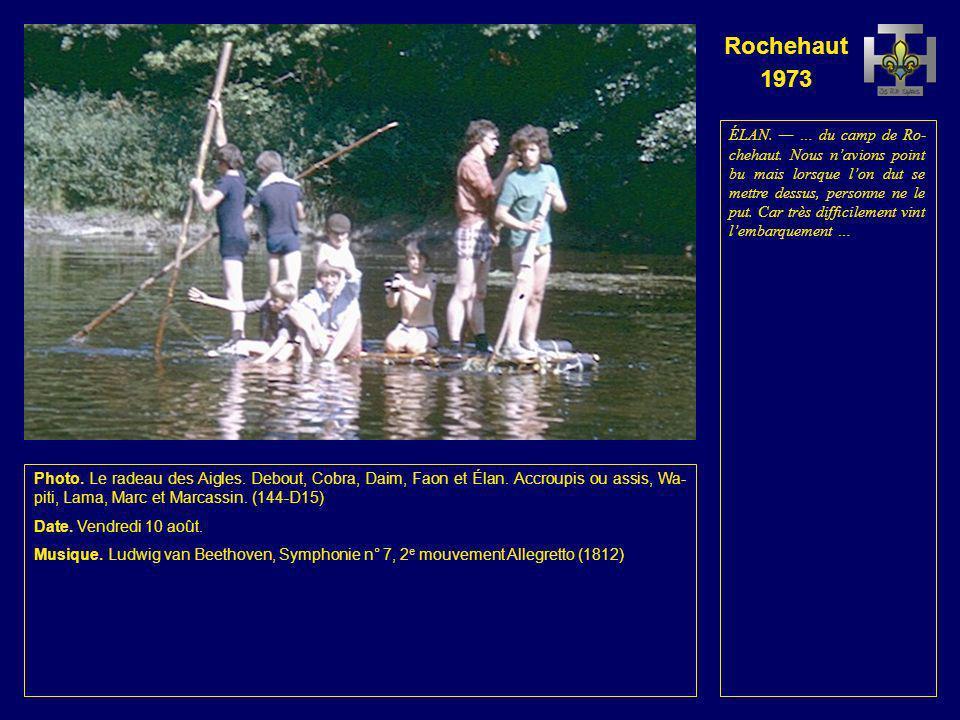 Rochehaut 1973 Photo. Le radeau des Renards. Debout, Lionceau, Fauvette et Chat. Assis, Jaguar, Luc et Koala. À lavant, un touriste couché sur un mate