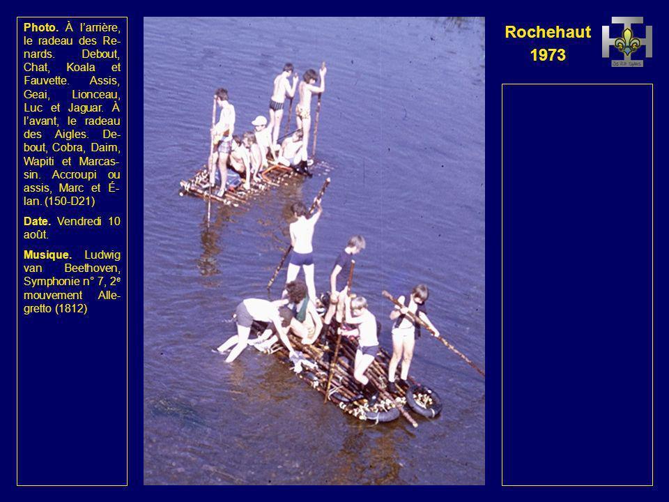 Rochehaut 1973 Photo. À gauche, le cam- ping de Poupehan. À larriè- re, le radeau des Renards. À lavant, le radeau des Aigles. (149-D20) Date. Vendred