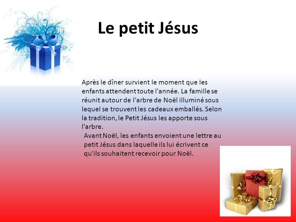 Le petit Jésus Après le dîner survient le moment que les enfants attendent toute l'année. La famille se réunit autour de l'arbre de Noël illuminé sous