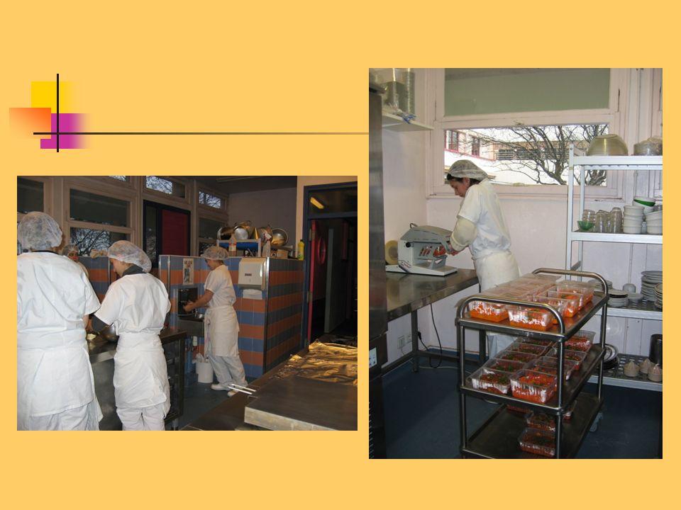 -Approvisionnement, entreposage des denrées et des plats préparés.