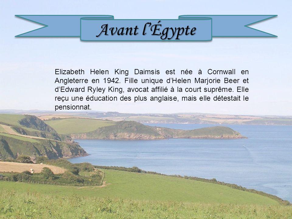 Avant lÉgypte Elizabeth Helen King Daimsis est née à Cornwall en Angleterre en 1942. Fille unique dHelen Marjorie Beer et dEdward Ryley King, avocat a