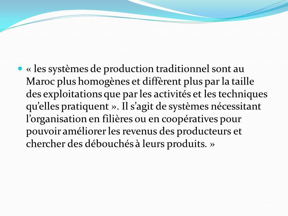 « les systèmes de production traditionnel sont au Maroc plus homogènes et diffèrent plus par la taille des exploitations que par les activités et les techniques quelles pratiquent ».
