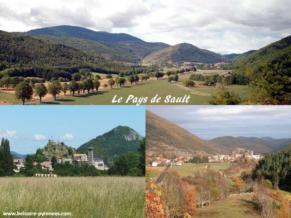 www.belcaire-pyrenees.com Belcaire vu de la Coume de la Reine La fontaine du Foirail
