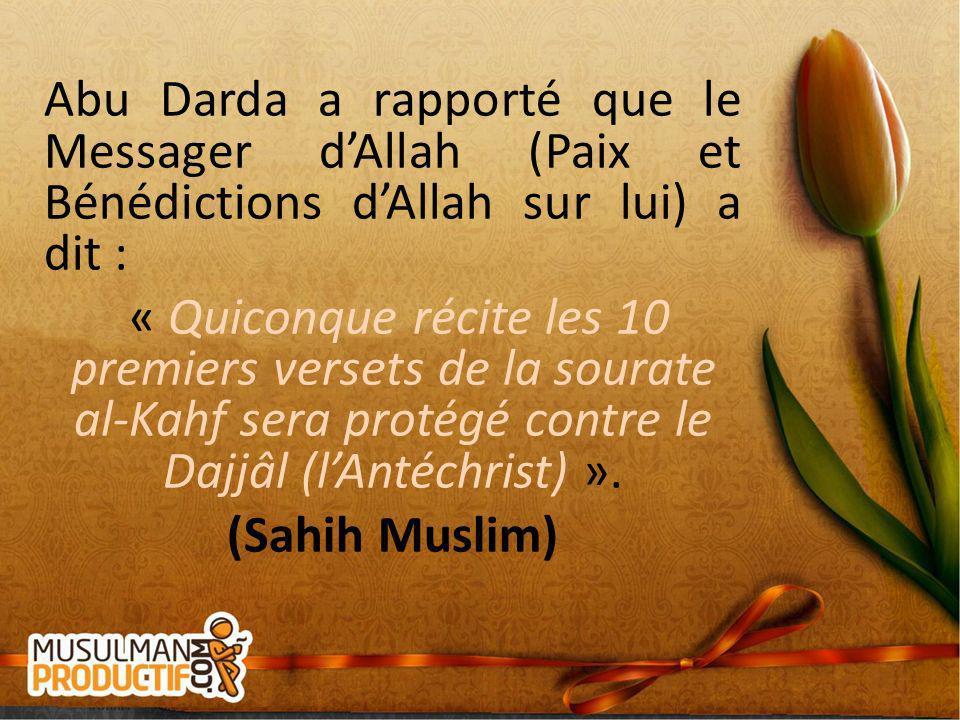 Abu Darda a rapporté que le Messager dAllah (Paix et Bénédictions dAllah sur lui) a dit : « Quiconque récite les 10 premiers versets de la sourate al-