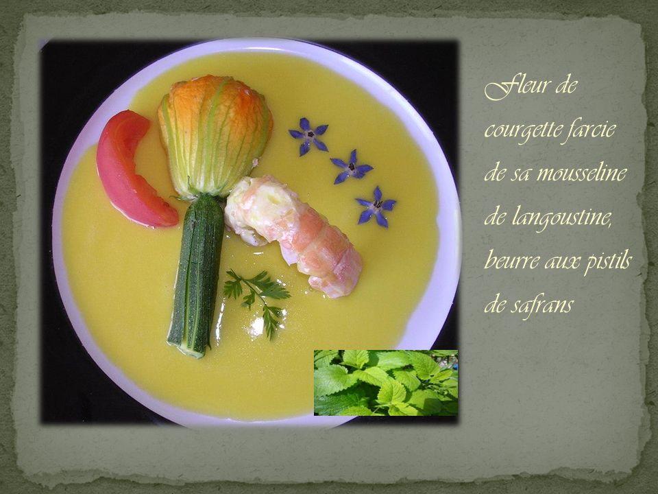 Fleur de courgette farcie de sa mousseline de langoustine, beurre aux pistils de safrans