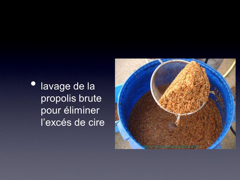 lavage de la propolis brute pour éliminer lexcés de cire http://www.lesruchersdargonne.com/Propolis.htm