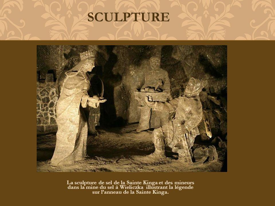 La sculpture de sel de la Sainte Kinga et des mineurs dans la mine du sel à Wieliczka illustrant la légende sur lanneau de la Sainte Kinga. SCULPTURE