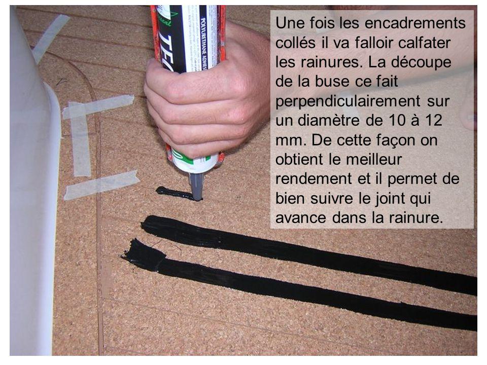 Une fois les encadrements collés il va falloir calfater les rainures. La découpe de la buse ce fait perpendiculairement sur un diamètre de 10 à 12 mm.