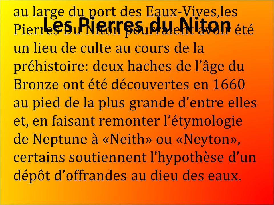 Les Pierres du Niton au large du port des Eaux-Vives,les Pierres Du Niton pourraient avoir été un lieu de culte au cours de la préhistoire: deux haches de lâge du Bronze ont été découvertes en 1660 au pied de la plus grande dentre elles et, en faisant remonter létymologie de Neptune à «Neith» ou «Neyton», certains soutiennent lhypothèse dun dépôt doffrandes au dieu des eaux.