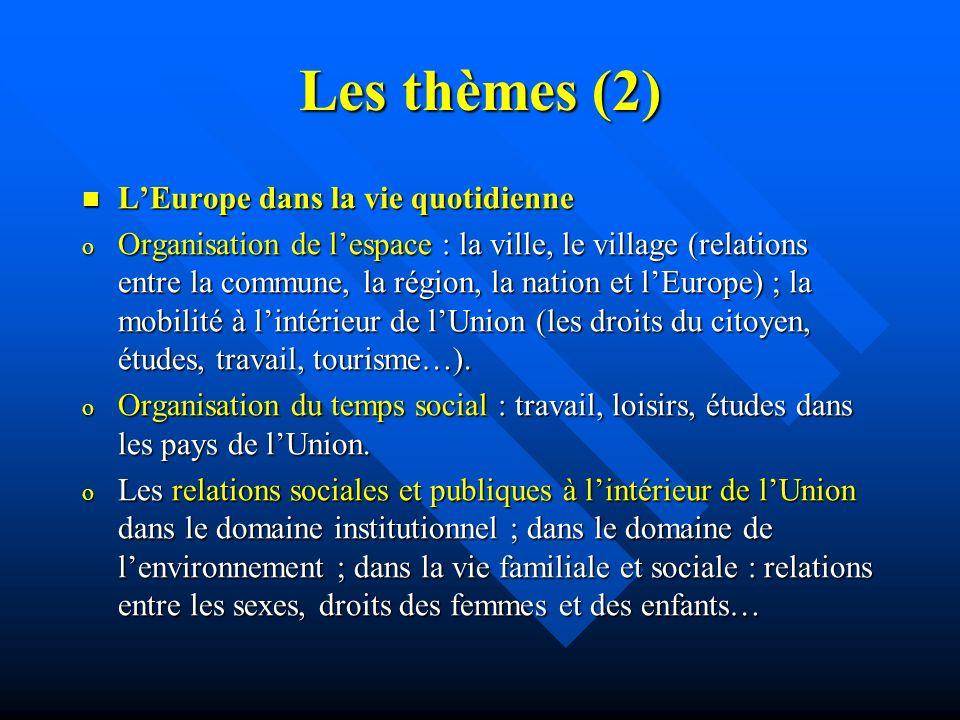 Les thèmes (2) LEurope dans la vie quotidienne LEurope dans la vie quotidienne o Organisation de lespace : la ville, le village (relations entre la commune, la région, la nation et lEurope) ; la mobilité à lintérieur de lUnion (les droits du citoyen, études, travail, tourisme…).