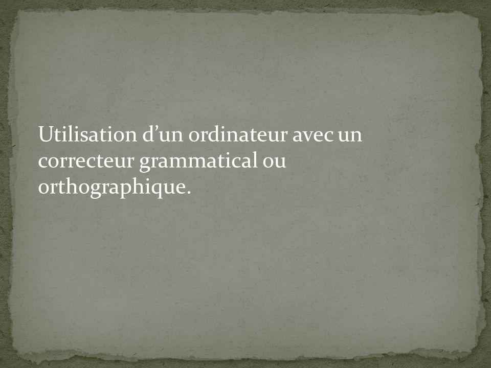 Utilisation dun ordinateur avec un correcteur grammatical ou orthographique.