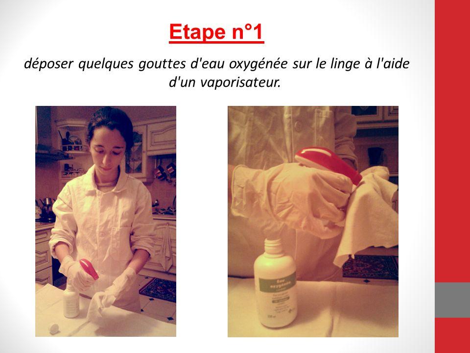 Etape n°1 déposer quelques gouttes d eau oxygénée sur le linge à l aide d un vaporisateur.