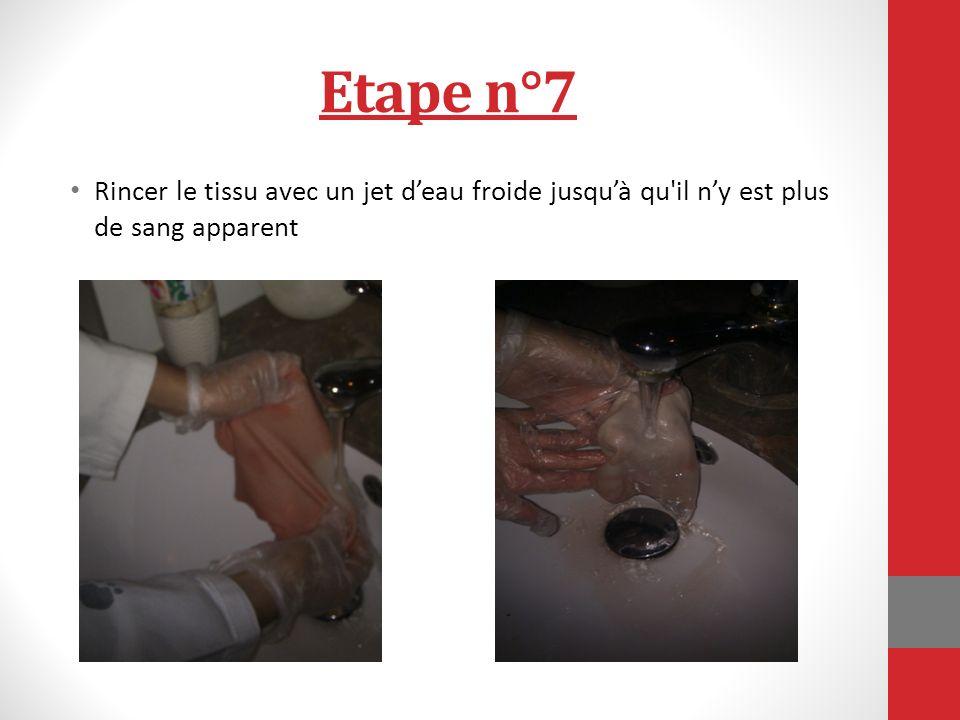 Etape n°7 Rincer le tissu avec un jet deau froide jusquà qu il ny est plus de sang apparent