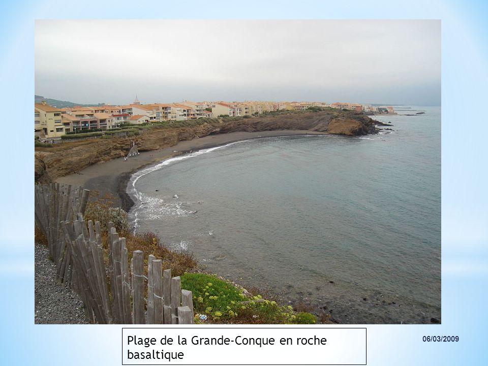 Plage de la Grande-Conque en roche basaltique