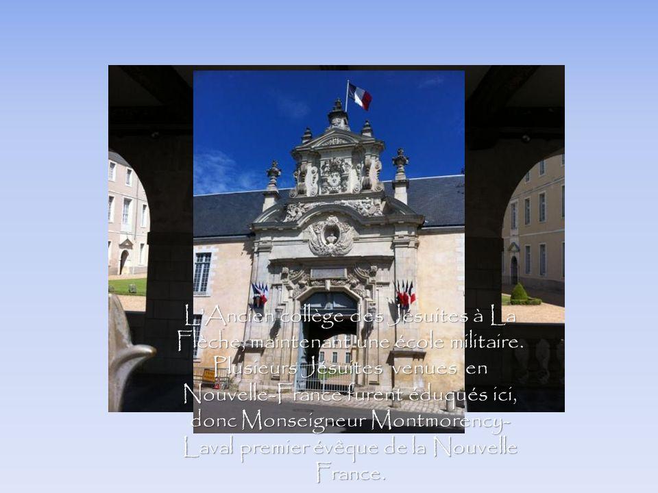 LAncien collège des Jésuites à La Flèche, maintenant une école militaire. Plusieurs Jésuites venues en Nouvelle-France furent éduqués ici, donc Monsei