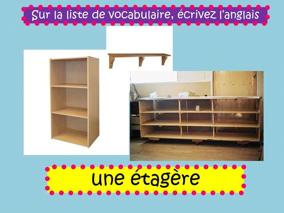 Sur la liste de vocabulaire, écrivez langlais une étagère