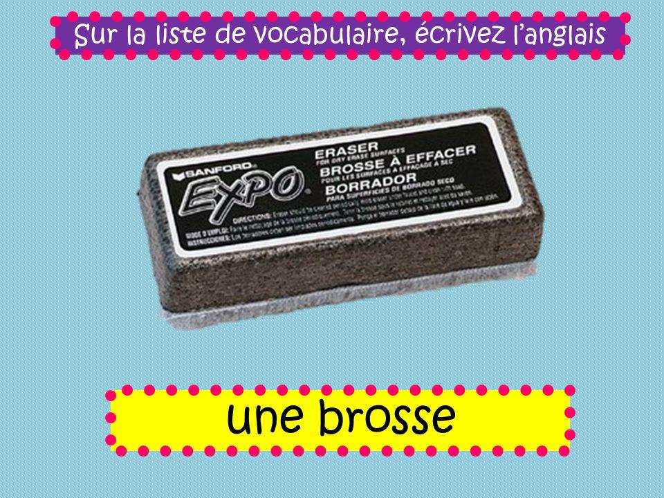 Sur la liste de vocabulaire, écrivez langlais une brosse
