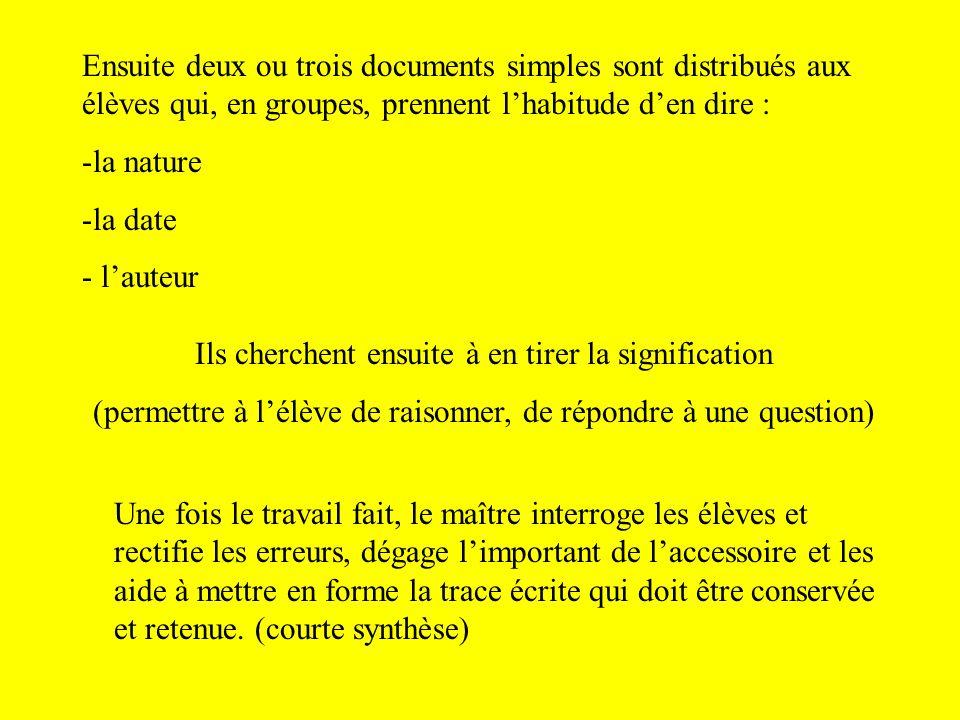 Ensuite deux ou trois documents simples sont distribués aux élèves qui, en groupes, prennent lhabitude den dire : -la nature -la date - lauteur Ils ch
