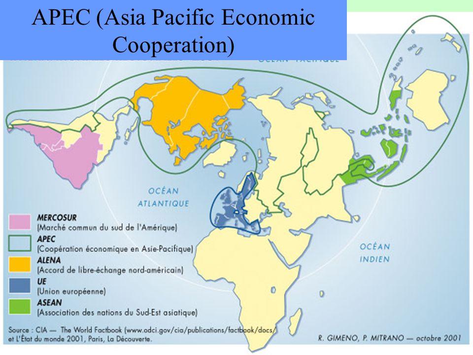 71 Devant la complexité des réseaux commerciaux 2 solutions sont envisageables -Fondre les accords commerciaux dans le libre-échange mondial (OMC) -Constituer de vastes zones de libre-échange
