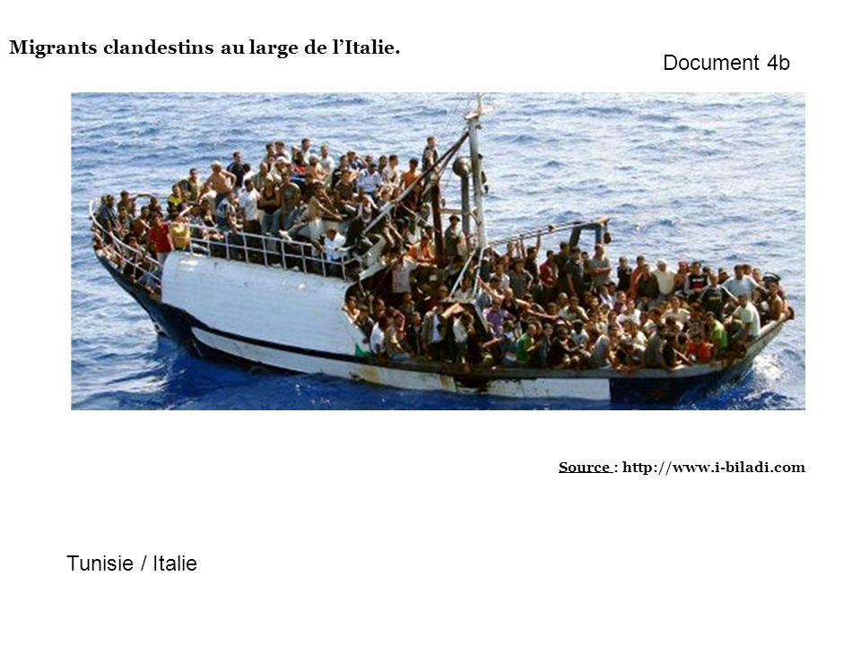 Migrants clandestins au large de lItalie. Source : http://www.i-biladi.com Tunisie / Italie Document 4b