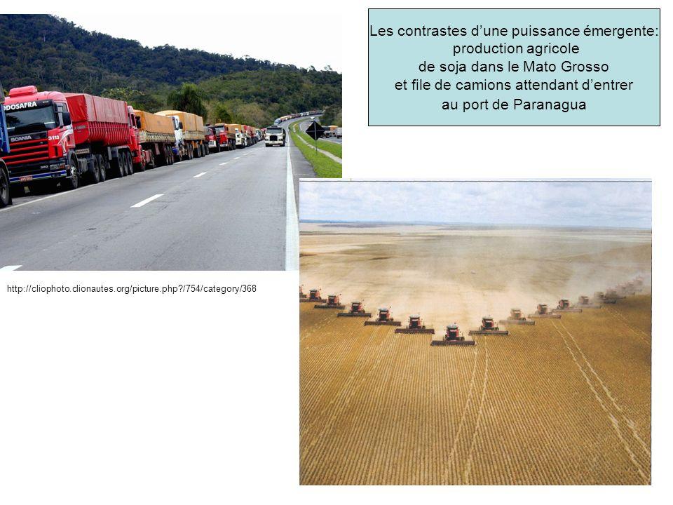 Les contrastes dune puissance émergente: production agricole de soja dans le Mato Grosso et file de camions attendant dentrer au port de Paranagua http://cliophoto.clionautes.org/picture.php?/754/category/368