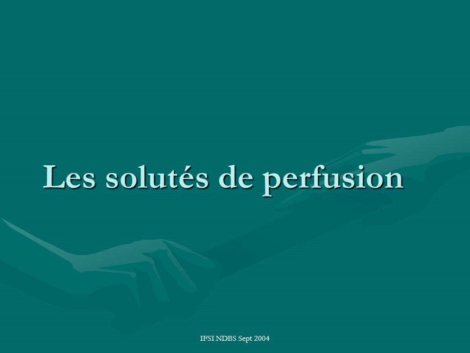IFSI NDBS Sept 2004 Les solutés de perfusion Eau = 60 % du poids du corps dont :Eau = 60 % du poids du corps dont : –2/3 intra-cellulaire (40 % du poids du corps).