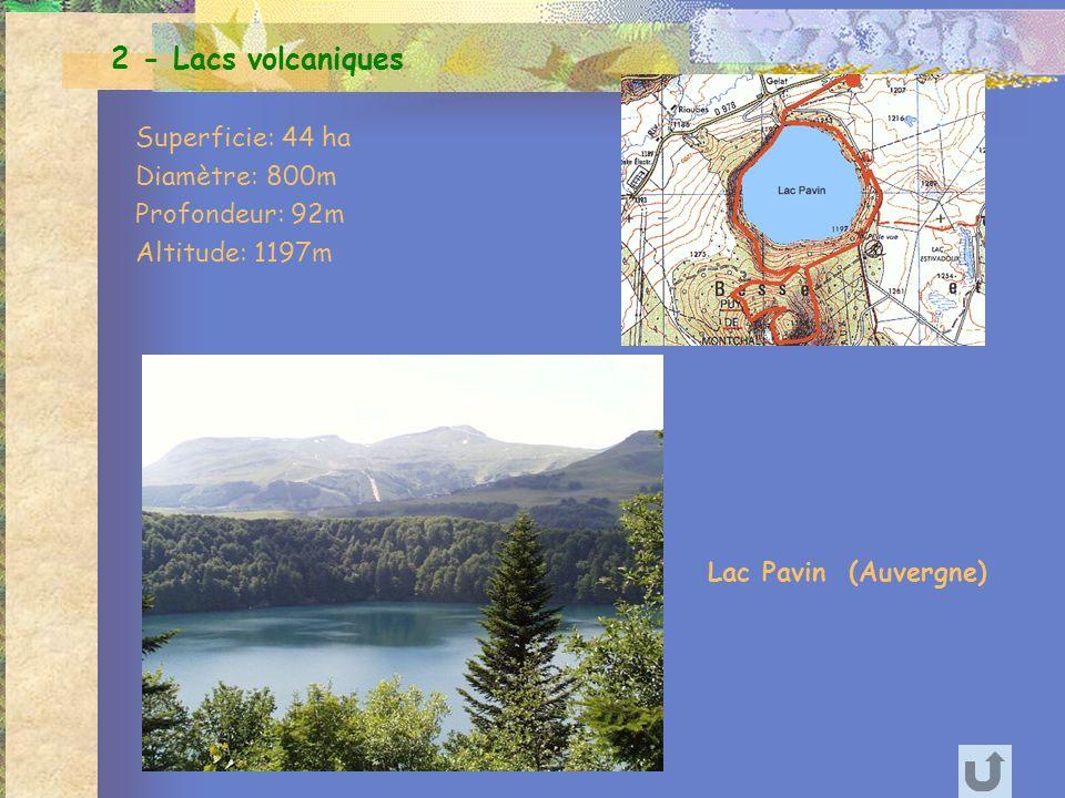 Lac Pavin (Auvergne) 2 - Lacs volcaniques Superficie: 44 ha Diamètre: 800m Profondeur: 92m Altitude: 1197m