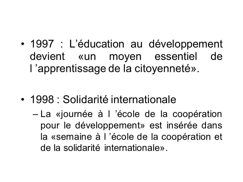 ANNEES 90 1990 : Education au développement «facteur d innovation pédagogique» 1994 : Education au développement durable Dans les textes, «léducation au développement se situe dans la continuité des débats engagés lors de la CNUED (Sommet de la Terre du 3 au 14 juin 1992) de Rio de Janeiro»
