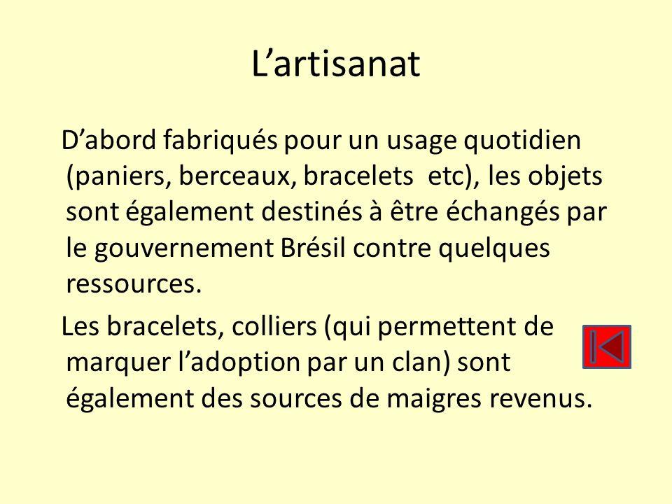 Lartisanat Dabord fabriqués pour un usage quotidien (paniers, berceaux, bracelets etc), les objets sont également destinés à être échangés par le gouv