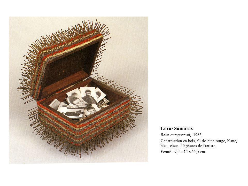 Lucas Samaras Boite-autoportrait, 1963, Construction en bois, fil de laine rouge, blanc, bleu, clous, 50 photos de lartiste. Fermé : 9,5 x 15 x 11,5 c