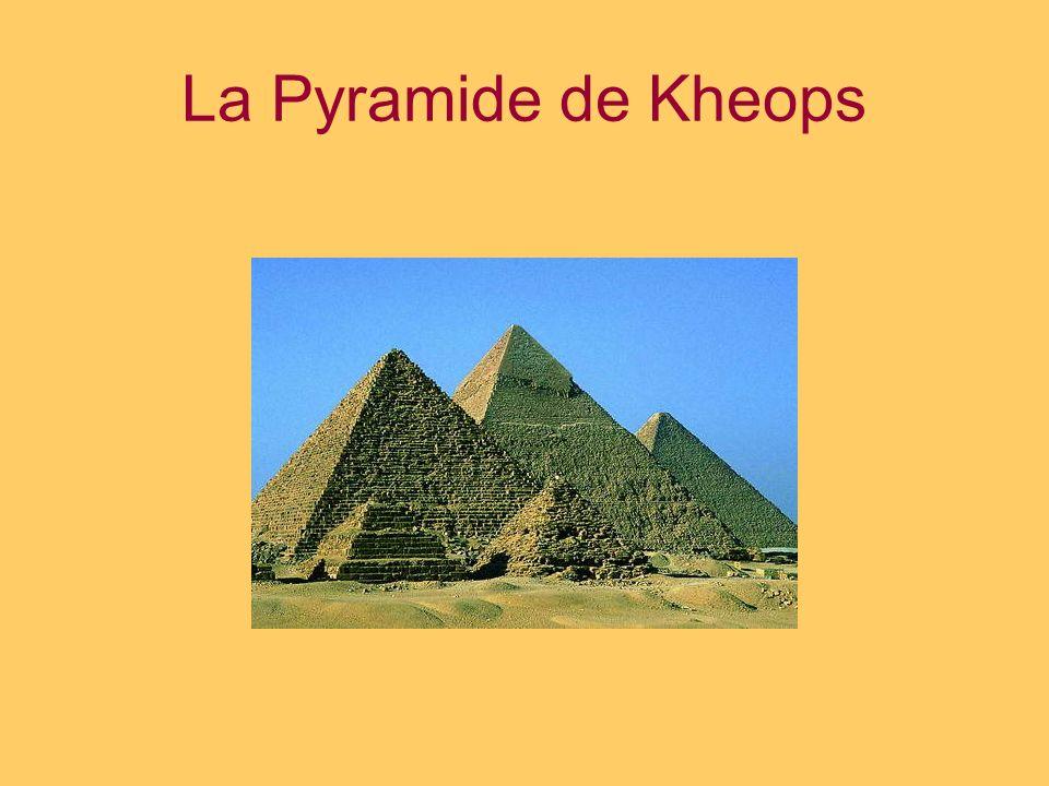 La pyramide de Kheops fut bâtie sur le site archéologique de Gizeh il y a près de 4 500 ans en lhonneur des Pharaons.