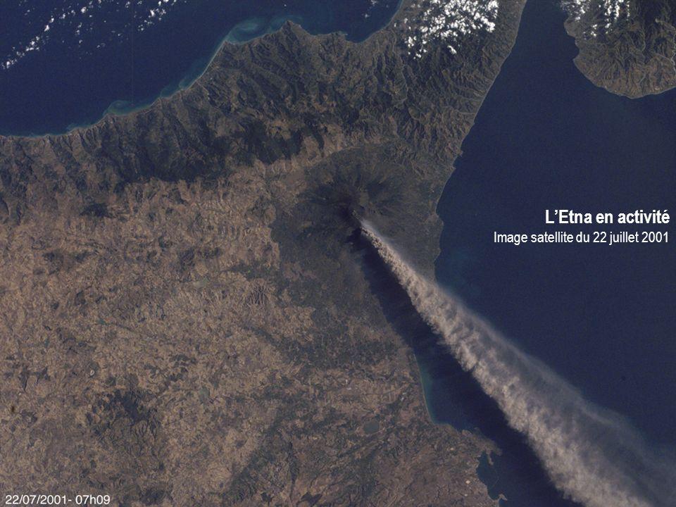 LEtna en activité Image satellite du 22 juillet 2001