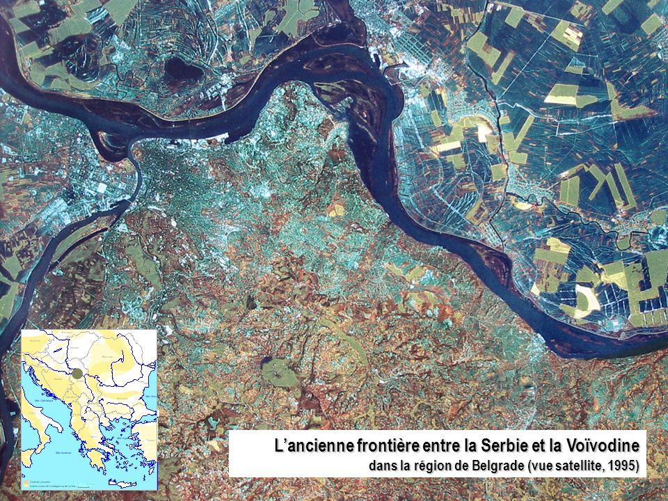 Lancienne frontière entre la Serbie et la Voïvodine dans la région de Belgrade (vue satellite, 1995)