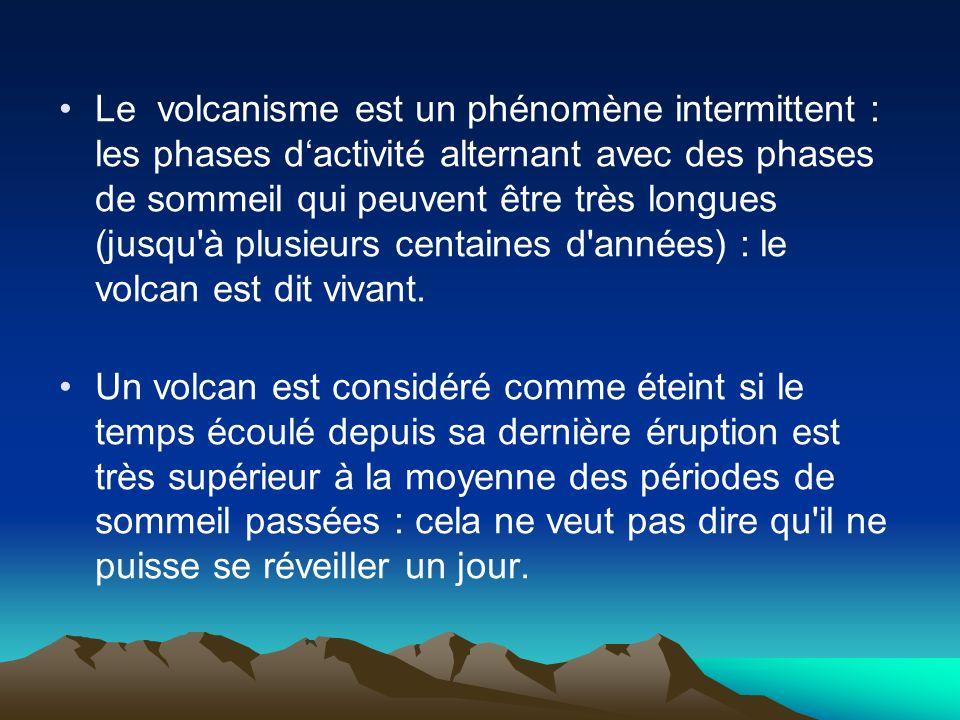 Le volcanisme est un phénomène intermittent : les phases dactivité alternant avec des phases de sommeil qui peuvent être très longues (jusqu'à plusieu