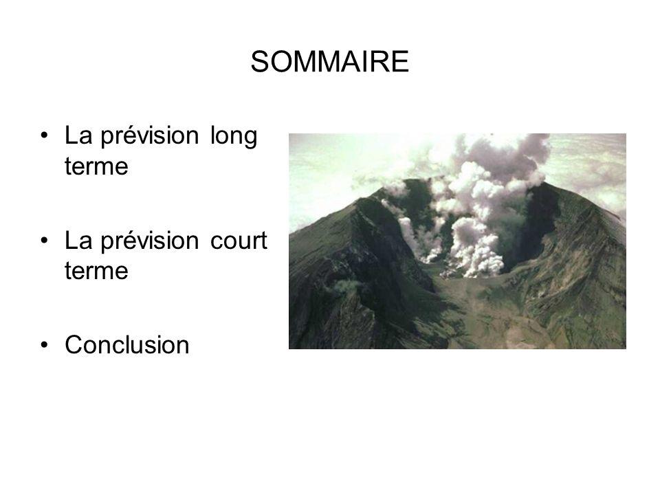 La prévision long terme Elle repose sur le fait de mieux connaitre les volcans –Établir la carte des régions « à risque volcanique » Approche géologique –Connaître et étudier lhistoire de chaque volcan Chaque volcan est unique Le passé est la clé du futur Carte des volcans dans le monde (en rouge: volcans en activité)