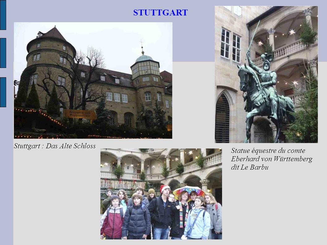 STUTTGART Stuttgart : Das Alte Schloss Statue équestre du comte Eberhard von Württemberg dit Le Barbu