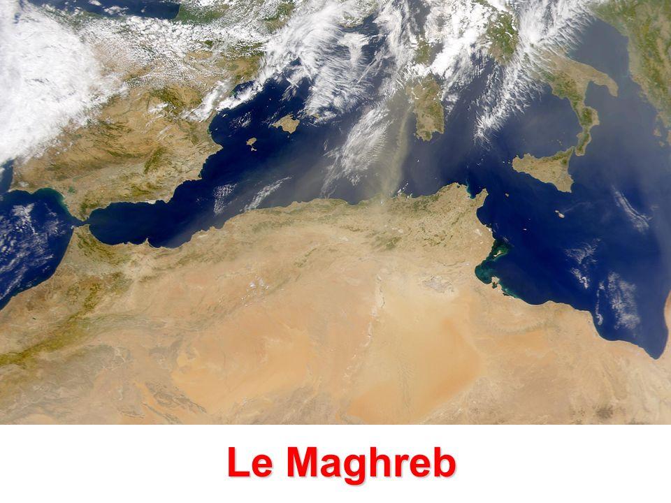 La croissance démographique des trois pays du Maghreb Jusque dans les années soixante, une croissance démographique limitée Entre 1960 et 2000 une augmentation de la croissance démographique Depuis 2000, une tendance au ralentissement de la croissance