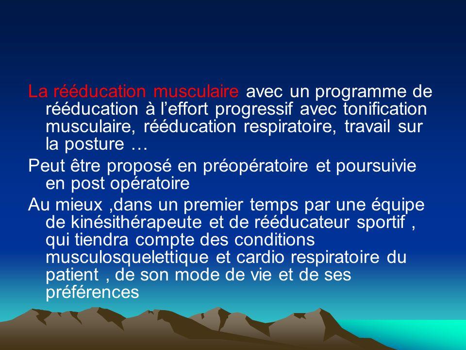La rééducation musculaire avec un programme de rééducation à leffort progressif avec tonification musculaire, rééducation respiratoire, travail sur la