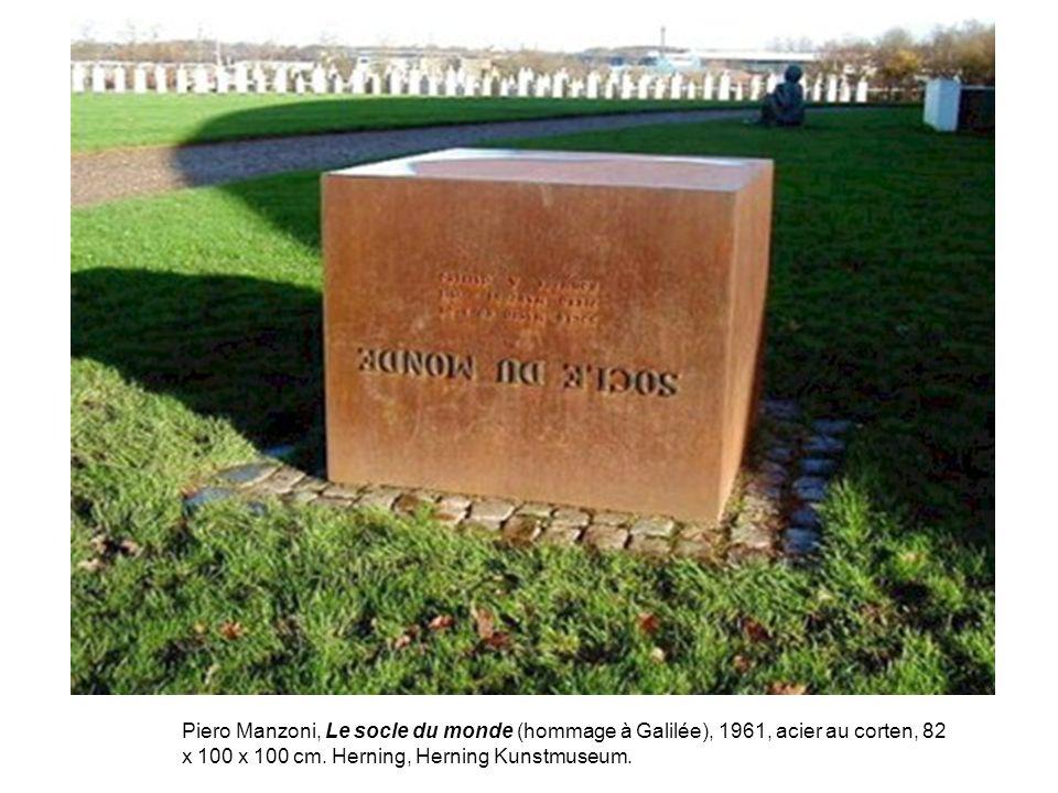 Piero Manzoni, Le socle du monde (hommage à Galilée), 1961, acier au corten, 82 x 100 x 100 cm. Herning, Herning Kunstmuseum.