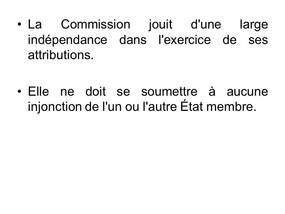 La Commission jouit d'une large indépendance dans l'exercice de ses attributions. Elle ne doit se soumettre à aucune injonction de l'un ou l'autre Éta